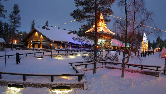Rovaniemi Lapponia Babbo Natale.Viaggio A Rovaniemi E Vacanza Al Villaggio Di Babbo Natale